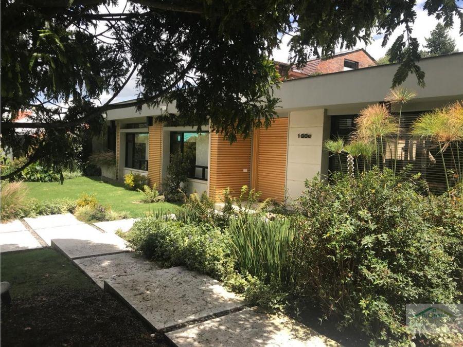 espectacular casa remodelada santa ana con terraza de 70 m2 renta
