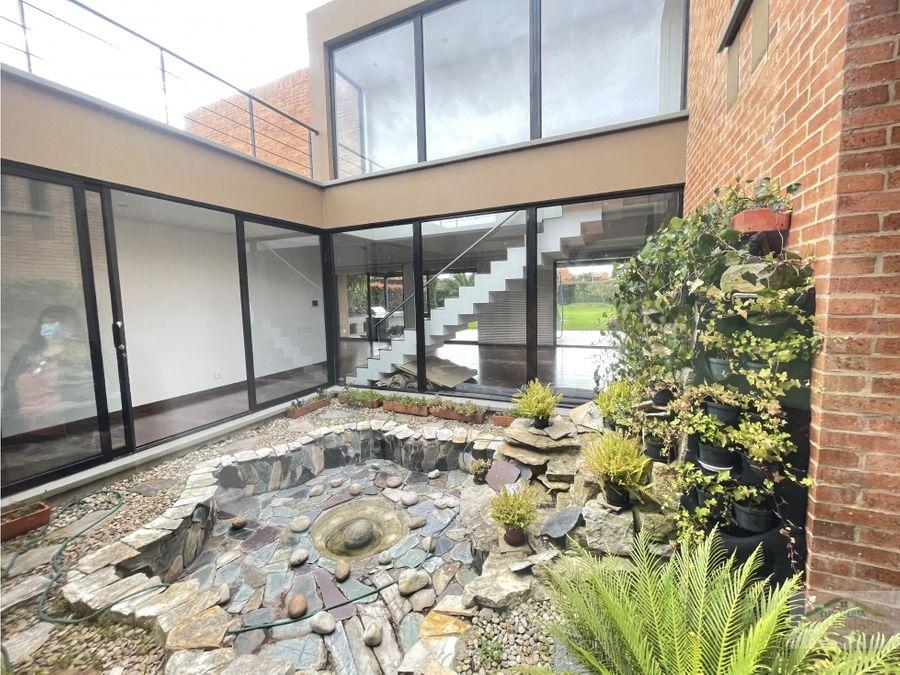 casa tipo patio en hacienda fontanar