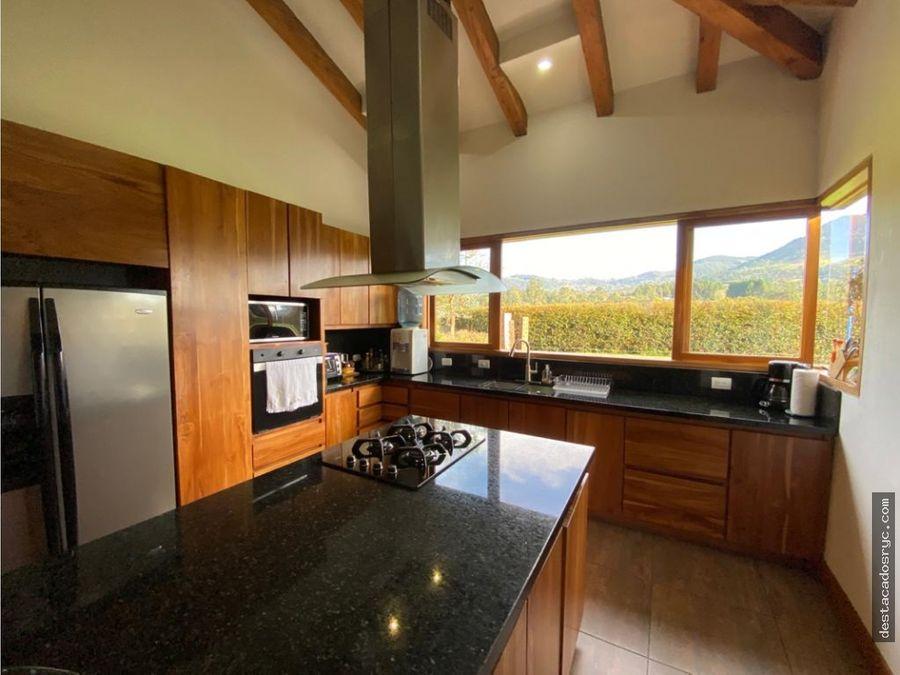 espectacular casa en venta en la ceja via la union