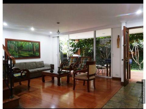 casa independiente en venta en envigado loma de benedictinos