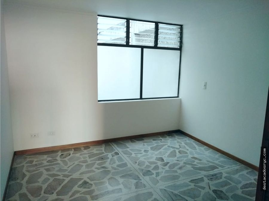 amplio apartamento en venta en conquistadores medellin