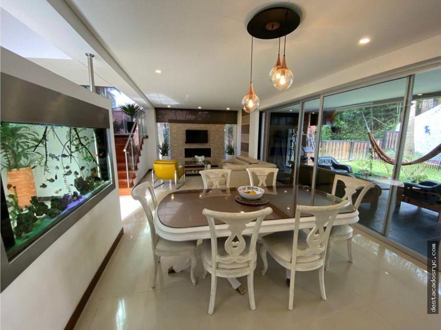 hermosa casa en venta en envigado loma benedictinos