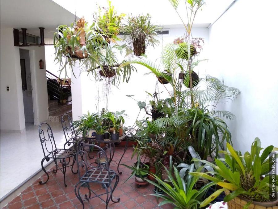 amplia casa en venta en medellin sector simon bolivar