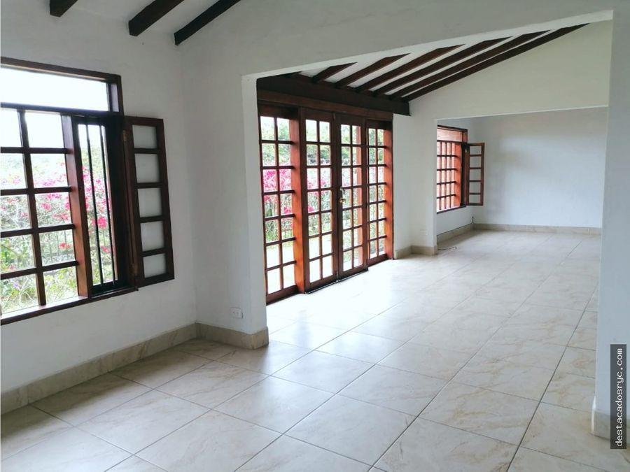hermosa casa en venta en rionegro sector gualanday