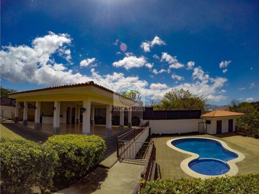 se vende bella casa en condominio montealondra