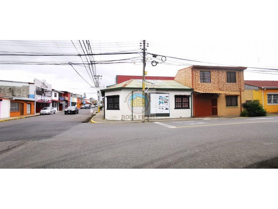 casa en barrio mexico frente a castros bar