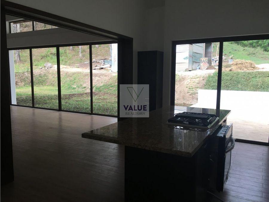 rento casa nueva en exclusivo condo en z16