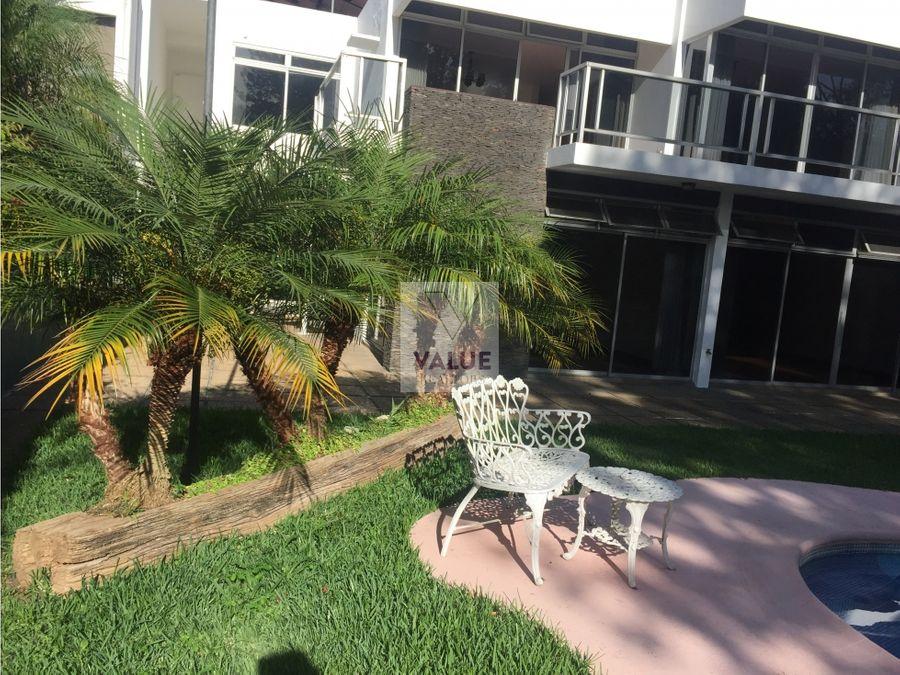 renta casa con piscina y bonito jardin de 3 dorms ces km 8 aprox