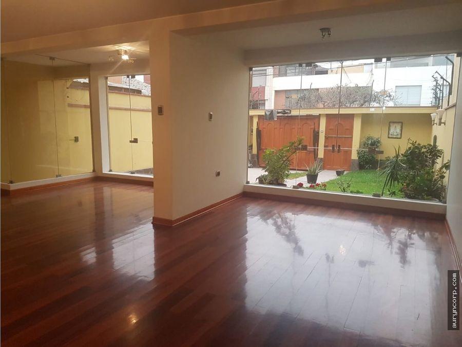casa remodelada de 3 pisos en monterrico