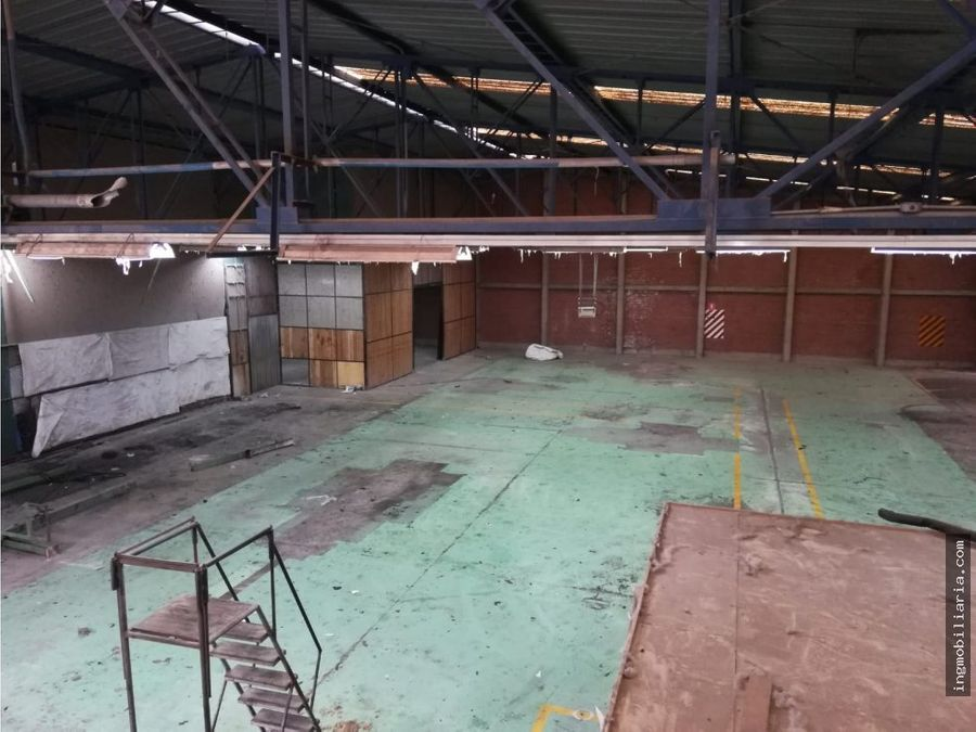 venta de local industrial en vulcano ate