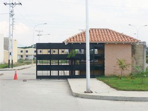 se vende town house en parque valencia sector boca de rio