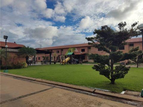 se vende bello town house en naguanagua valencia