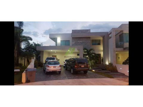 en venta hermosa casa en lomas del country guataparo
