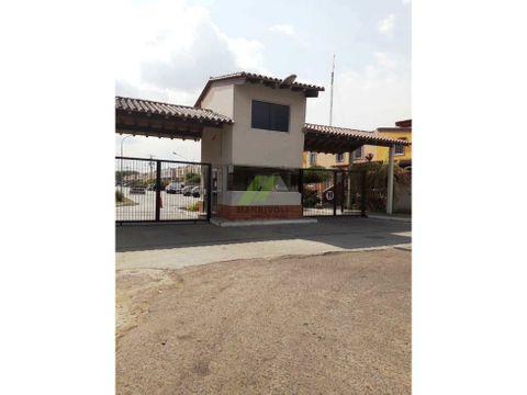 se vende comodo town house en calicanto valencia edo carabobo