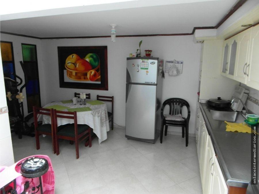 se vende casa en oferta sector la carola