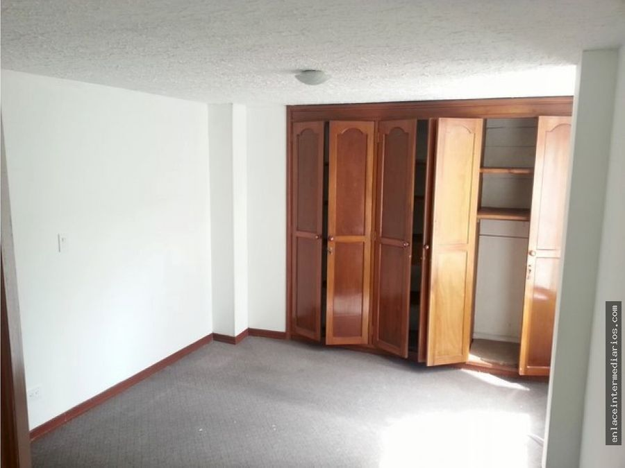 apartamento sobre la avenida paralela