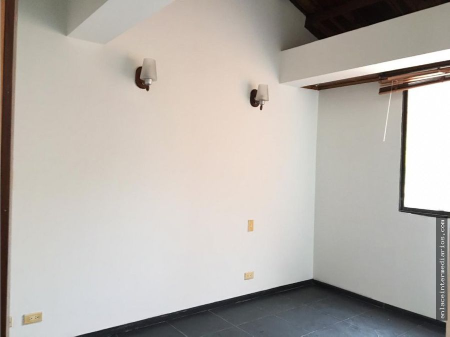se vende casa sector la francia