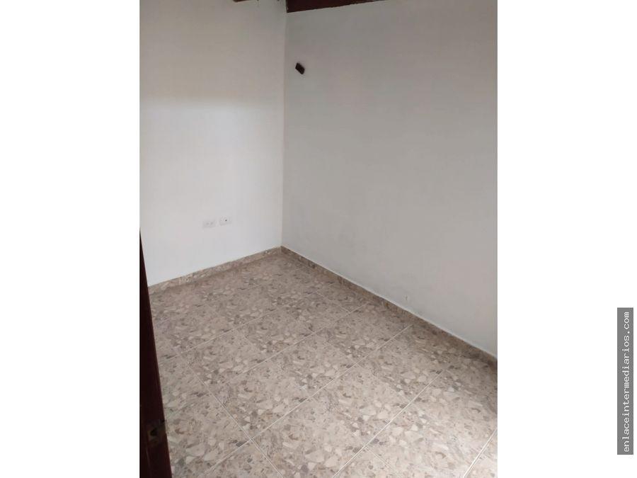 se arrienda apartamento en alcazares