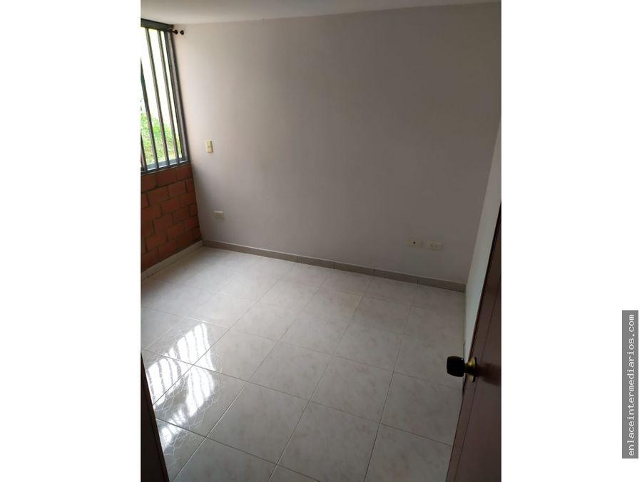 se arrienda apartamento en el barrio colombia