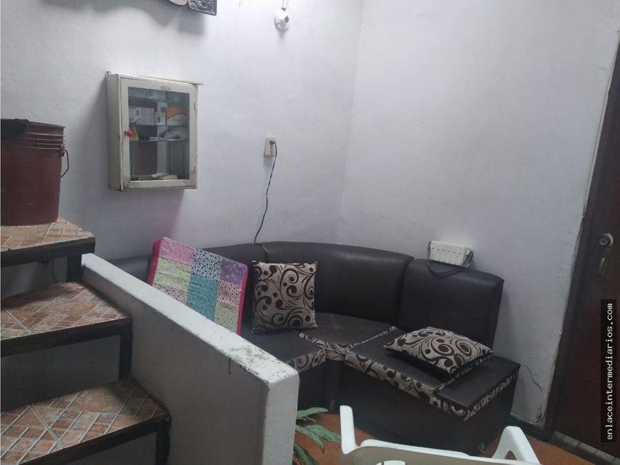 se vende casa con renta sector de malabar