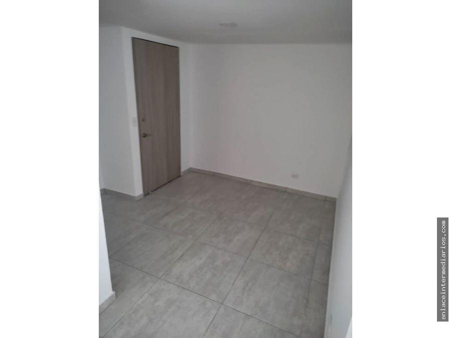 se arrienda apartamento en el barrio saenz