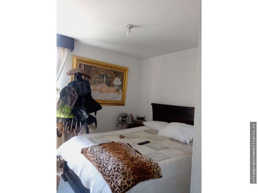 venta de espacioso apartamento en loma de los bernal medellin