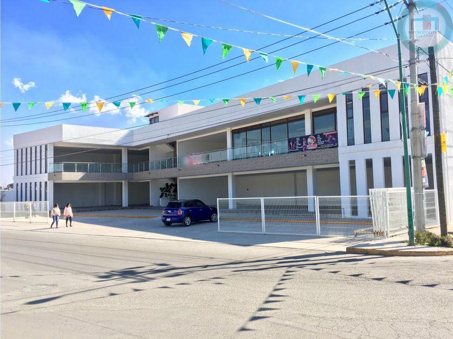 local comercial en plaza en zona residencial