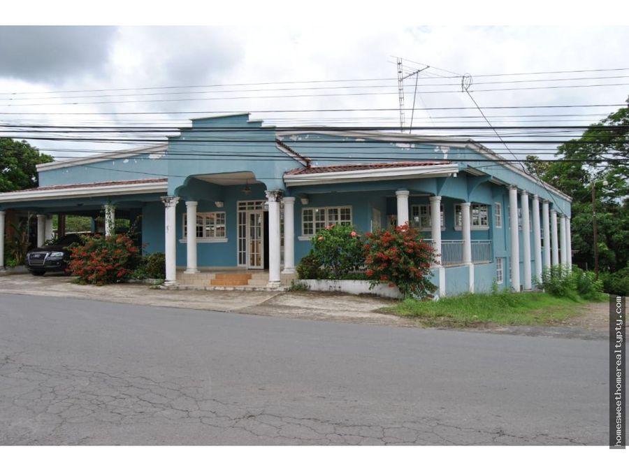 vendo casa con amplio terreno en penonome jr