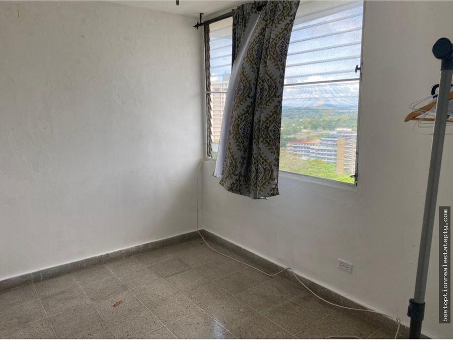 alquilo apartamento amplio en la cresta linea blanca