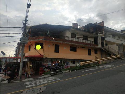 casa esquinera 2do piso sobre calle principal