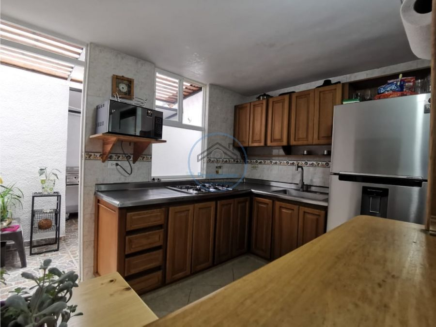 venta casa de tres niveles en rodeo alto medellin