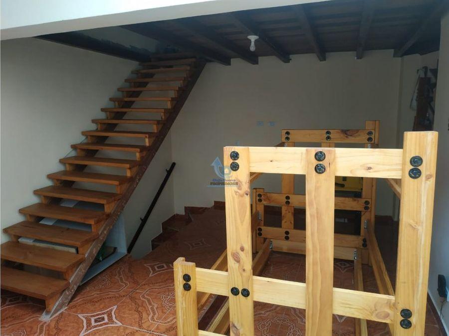 casa unifamiliar de 3 pisos en parques de gratamira medellin