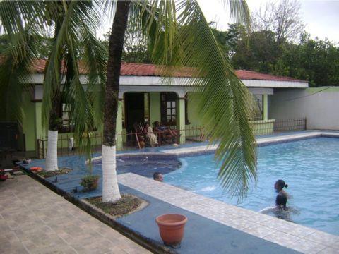 casa con piscina cerca damas quepos