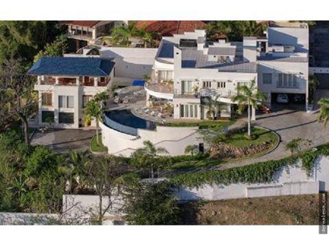 hermosa villa frente a playa flamingo guanacaste