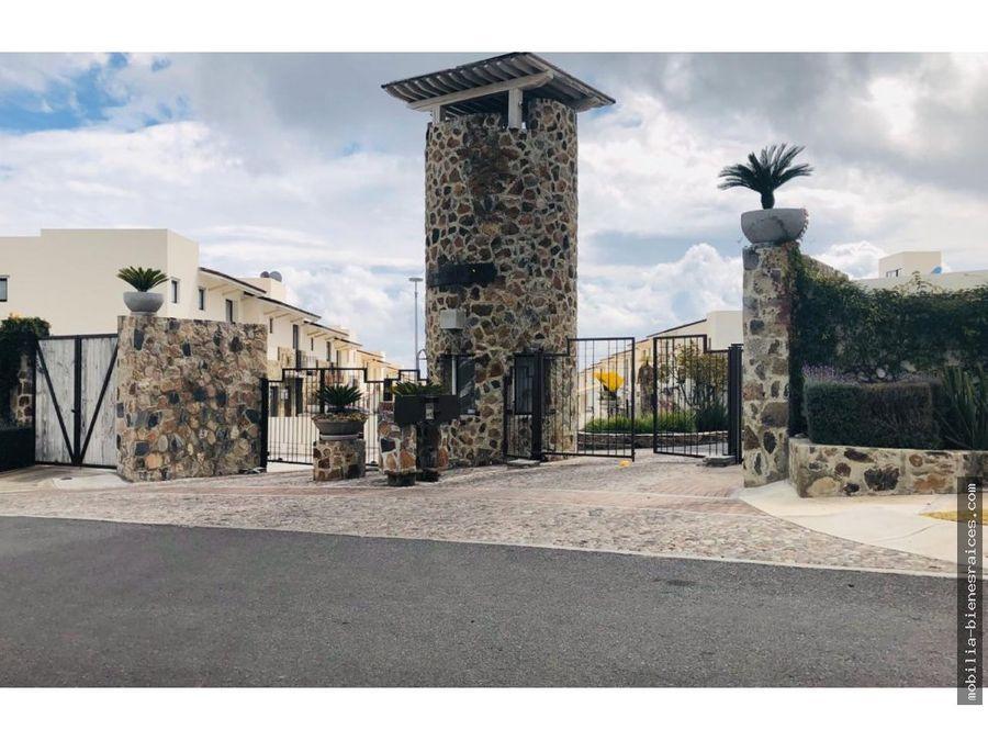 venta o renta casa en zibata privada torre de piedra ii