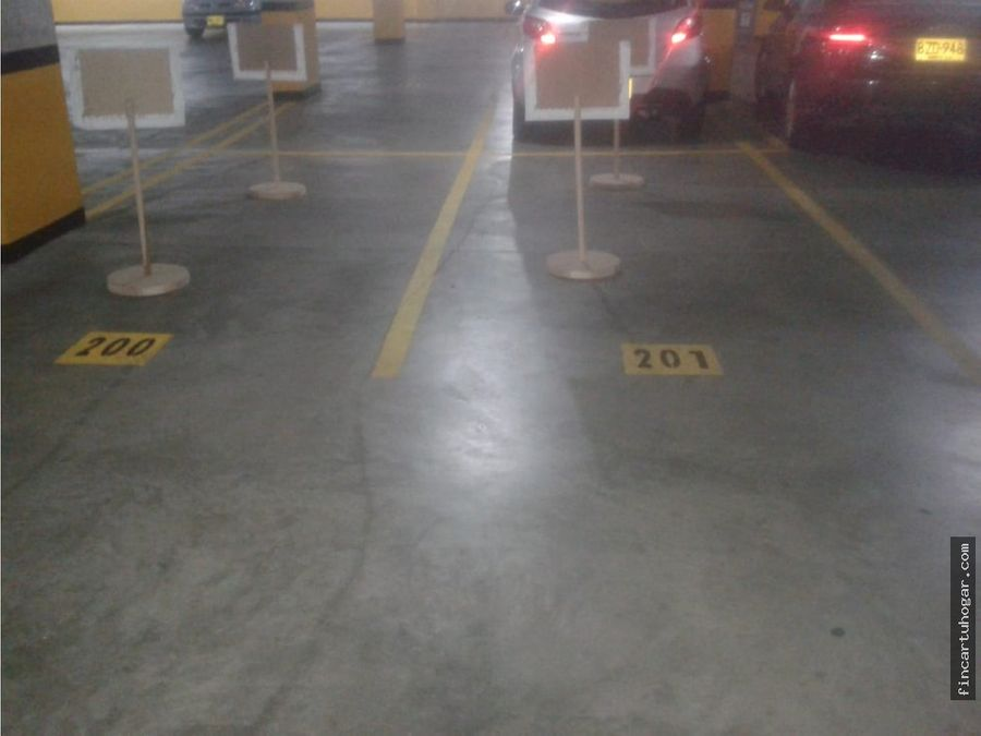 venta de 4 garajes sector chico bogota