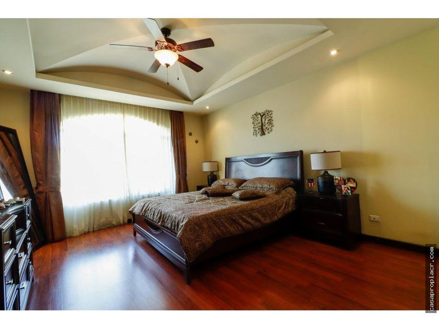 se vende casa en condominio en guachipelin