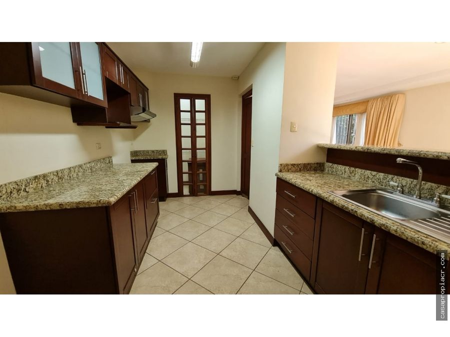 se alquila townhouse en condominio en brasil de mora