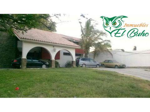 vendo amplia casa frente country club piura