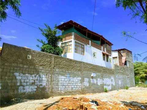 vendo amplia casa en geranios piura
