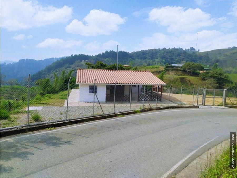 casa finca a borde de carretera