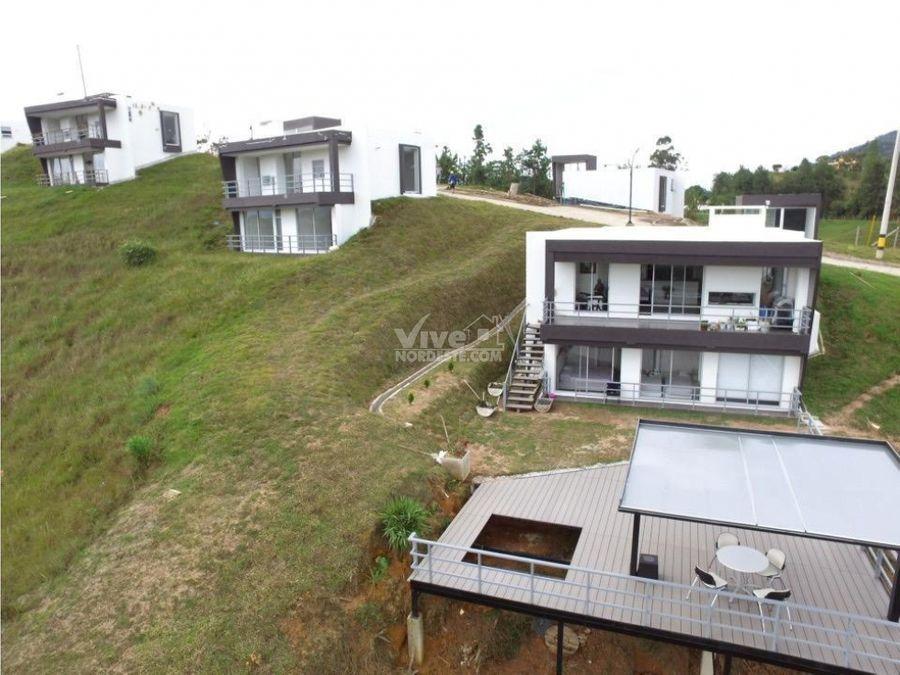 tres casas en condiminio guatape antioquia colombia