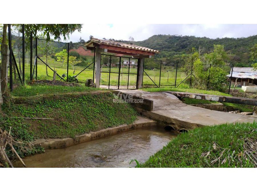 finca completa con espectacular casa corriente de agua y lago