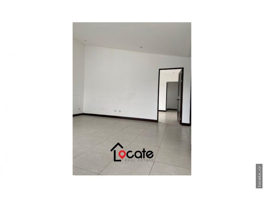 remate bancario dos pisos y espaciosa