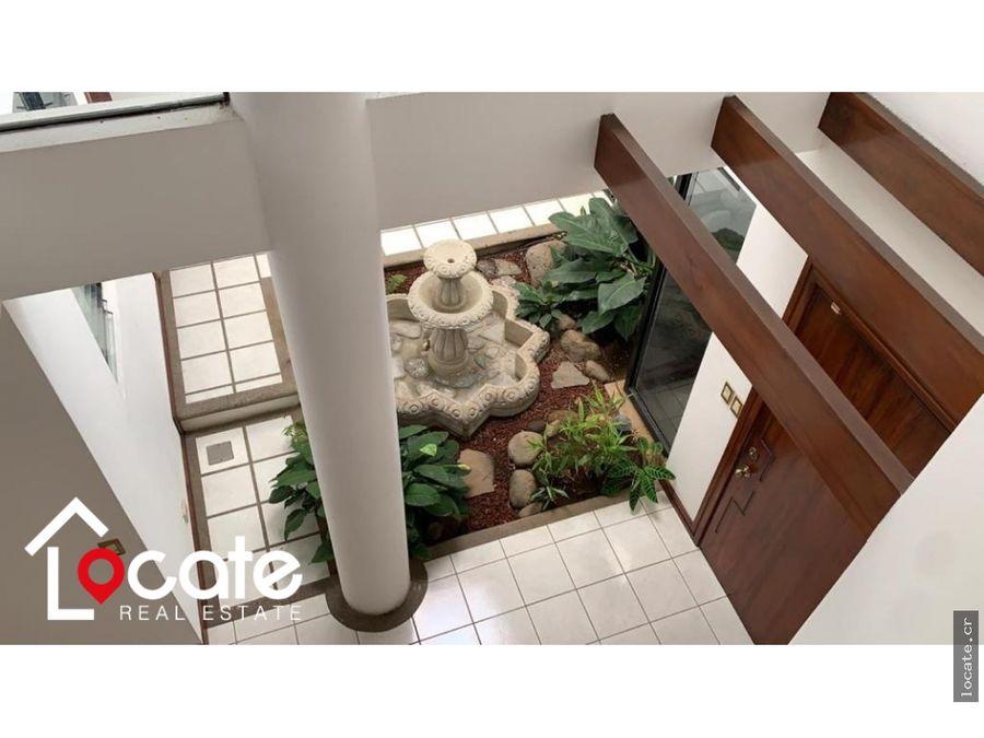 espectacular casa de 5 habitaciones en trejos montealegre