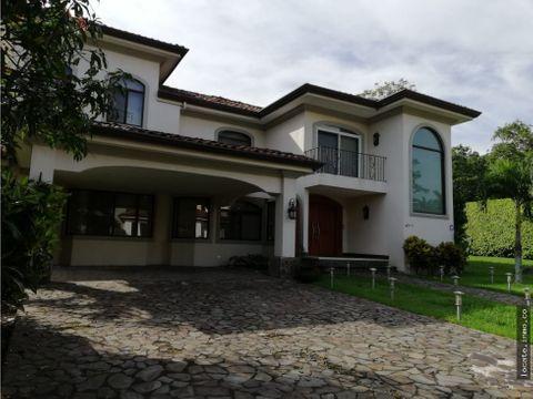 casa en venta en condo con piscina santa ana