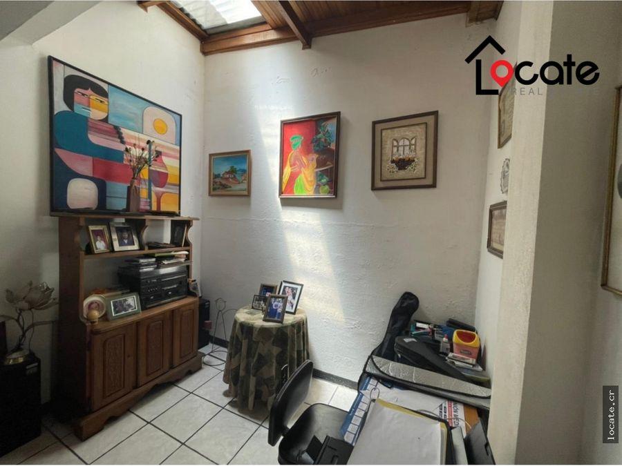 casa con excelente ubicacion en residencial