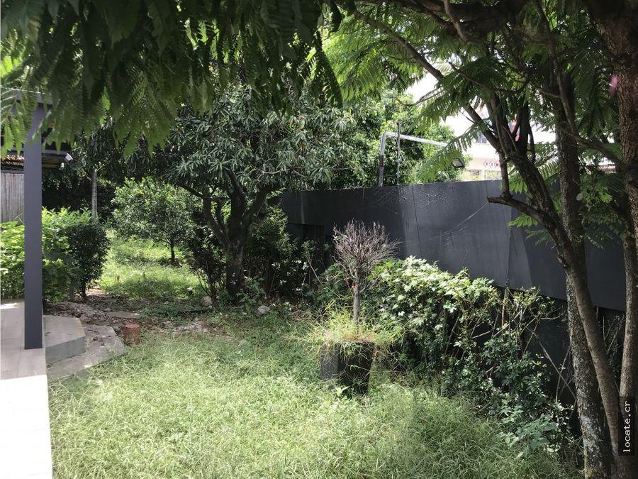 hermosa casa de una sola planta en los laureles