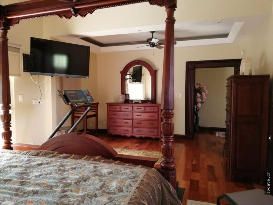 casa con muebles y piscina en condominio santa ana