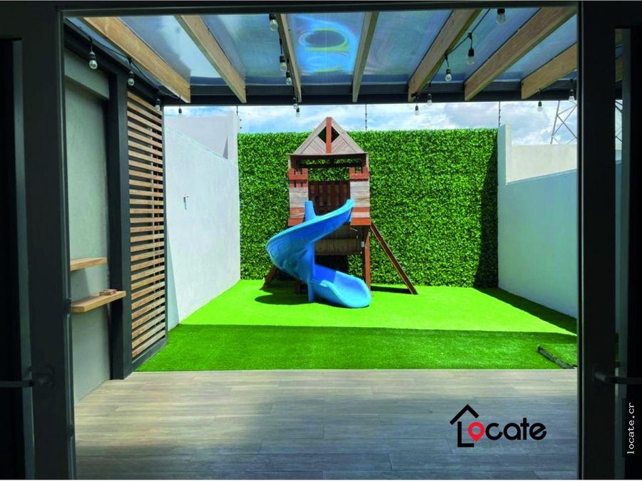 en condominio con gran jardin y terraza